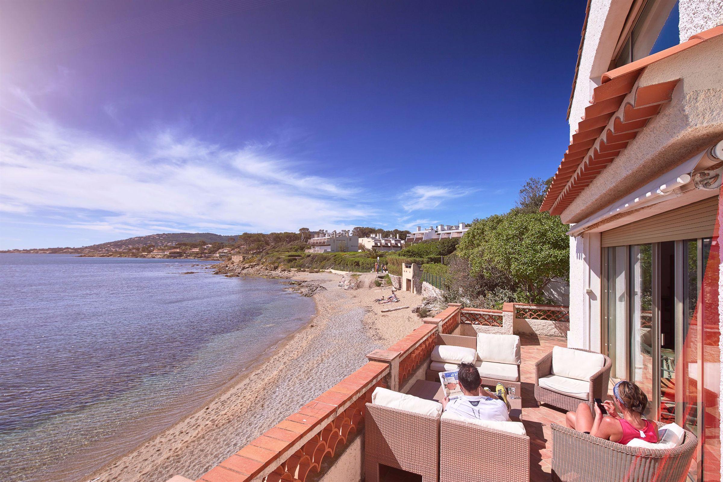 france st aygulf waterfront villa for sale between. Black Bedroom Furniture Sets. Home Design Ideas