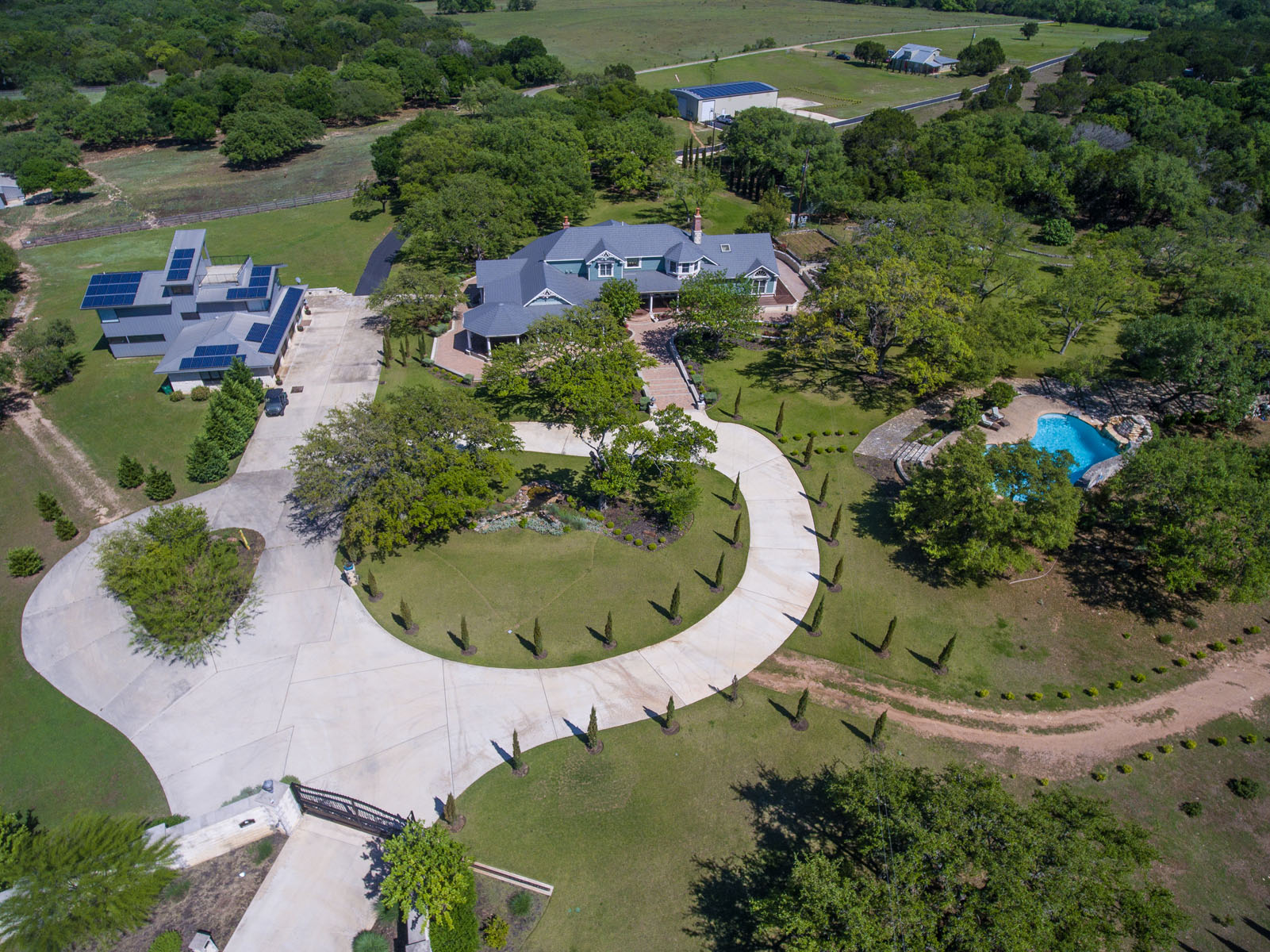 690 Autumn Ln, Dripping Springs, TX 78620