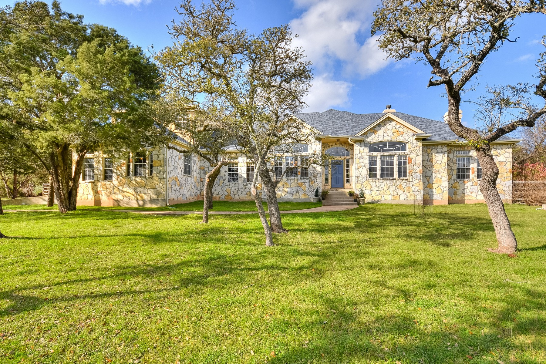 500 Winchester Dr, Dripping Springs, TX 78620