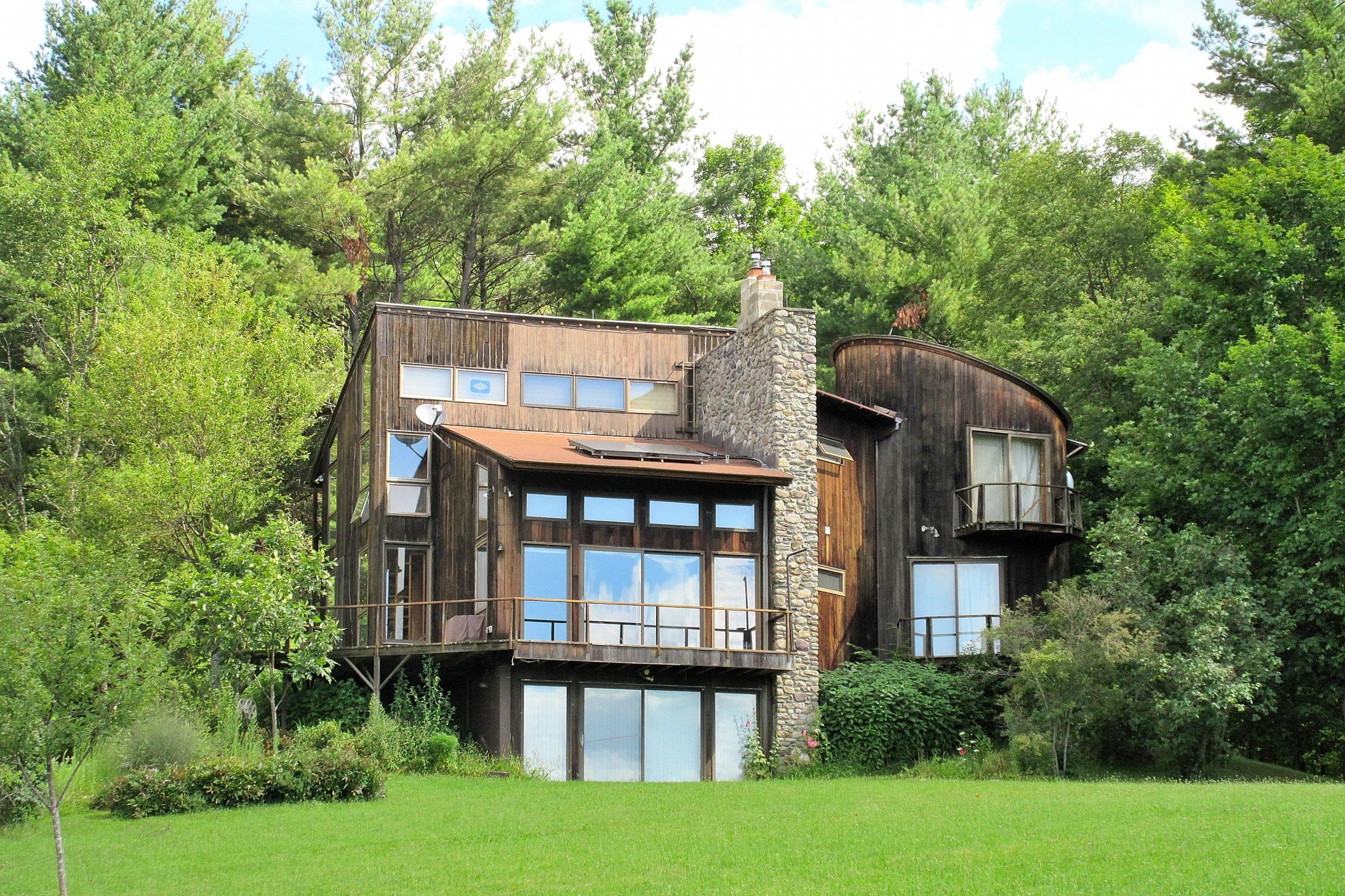 439 Old Lake Rd, Poultney, VT 05764