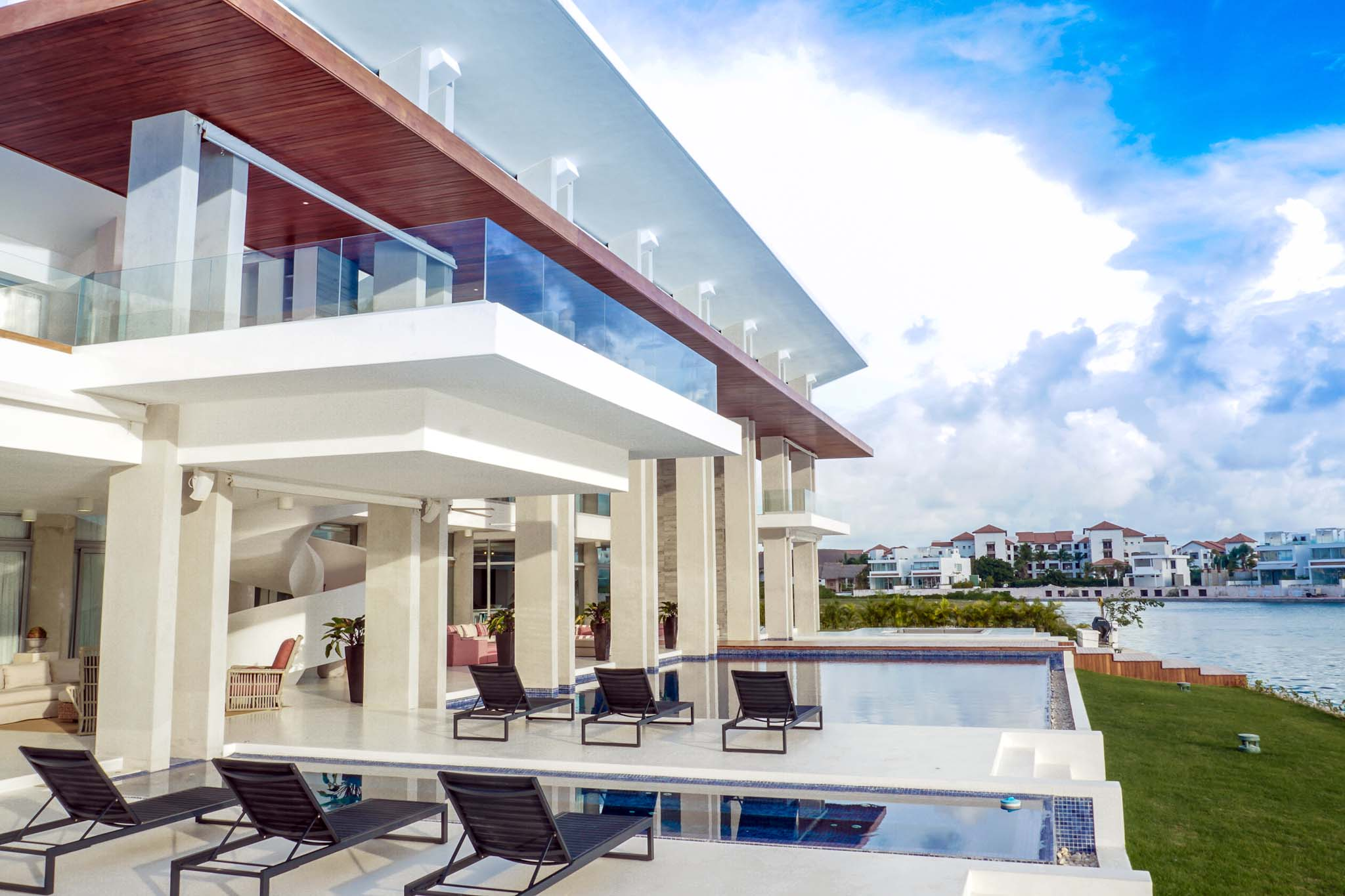 Dominican republic cap cana ultra modern and luxurious for Luxury caribbean homes for sale