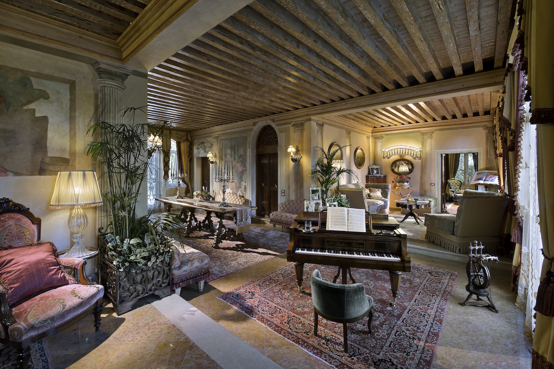 CLASSIC AND LUXURIOUS VILLA  CLOSE TO VENICE