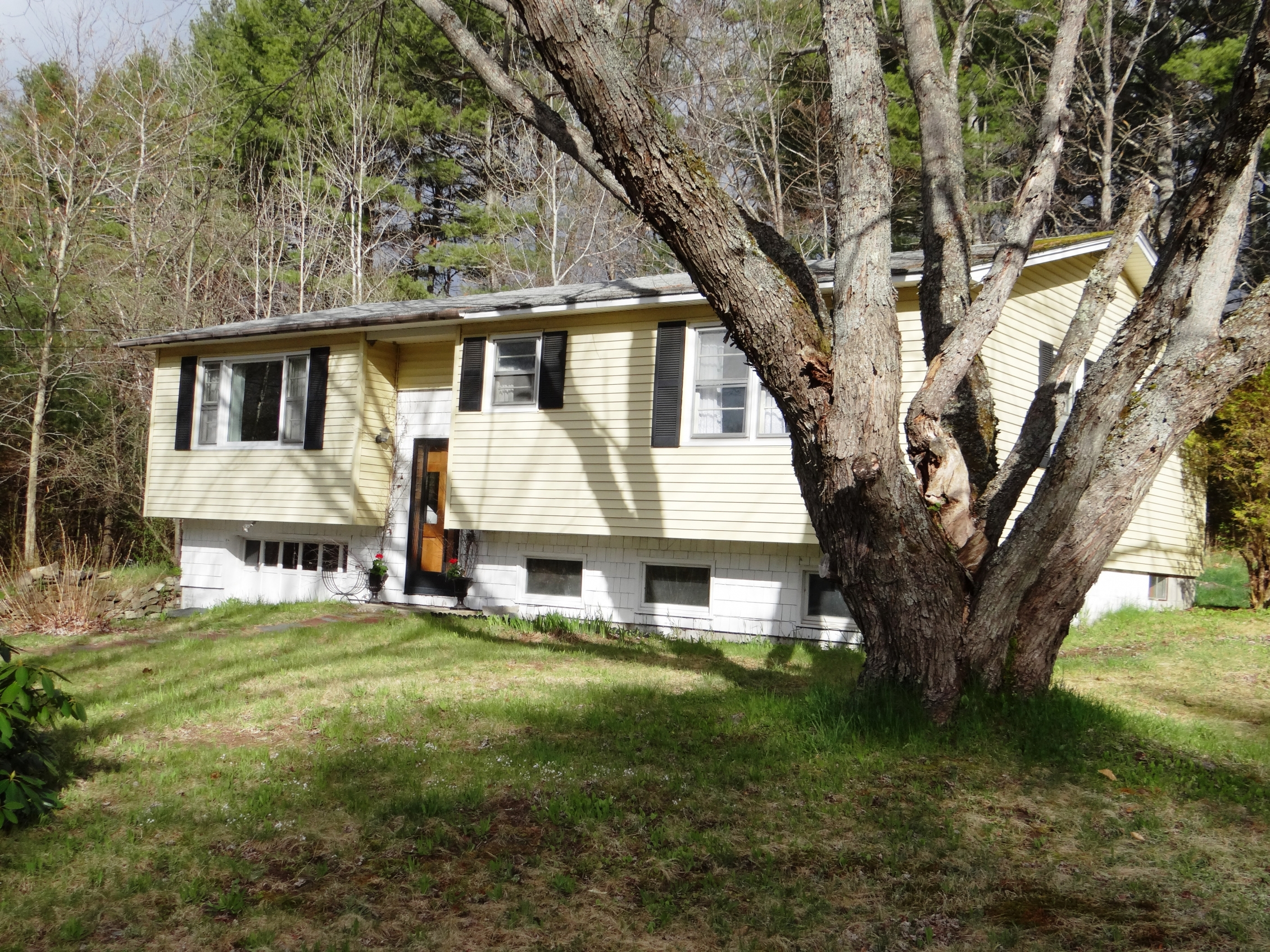 5 Chiefs Dr, Canaan, NH 03741