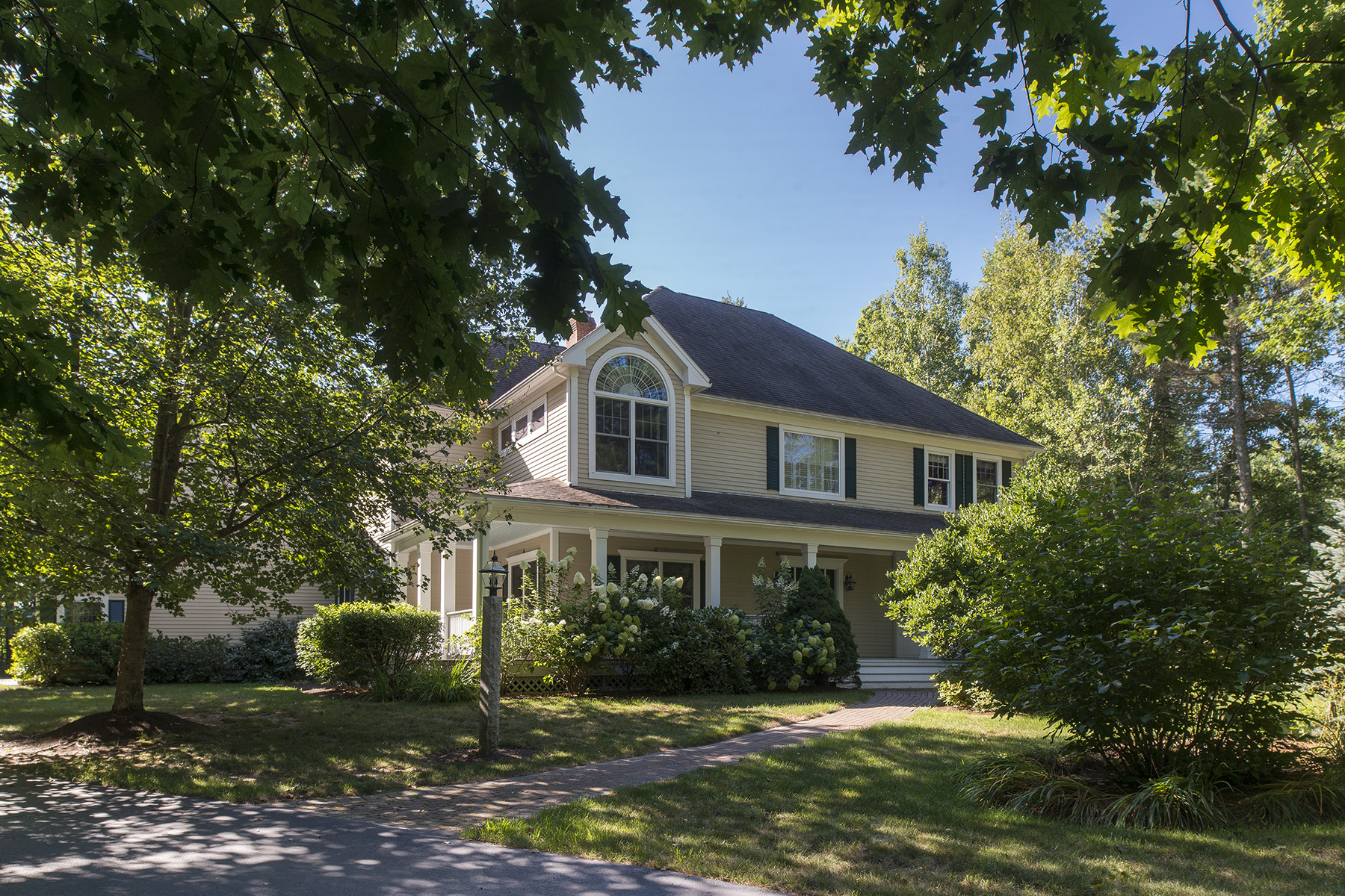 49 Waters Edge Dr, Yarmouth, ME 04096