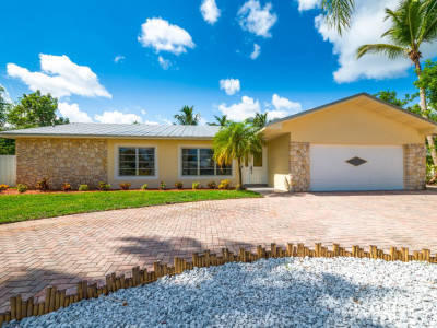 9366 SE River Terrace, Tequesta, Florida