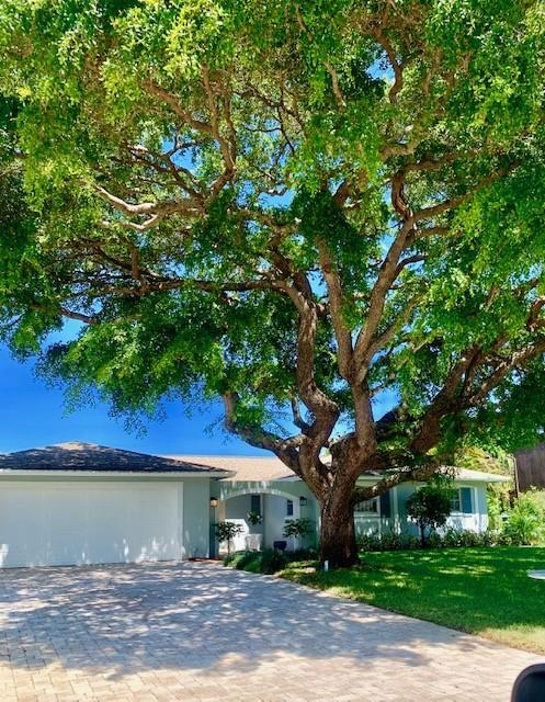 346 Fairway N, Tequesta, Florida