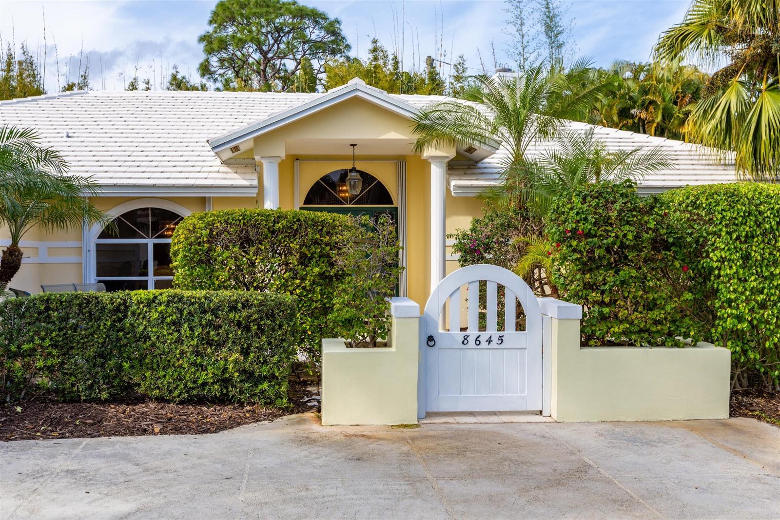 8645 SE Gulfstream Place, Hobe Sound, Florida