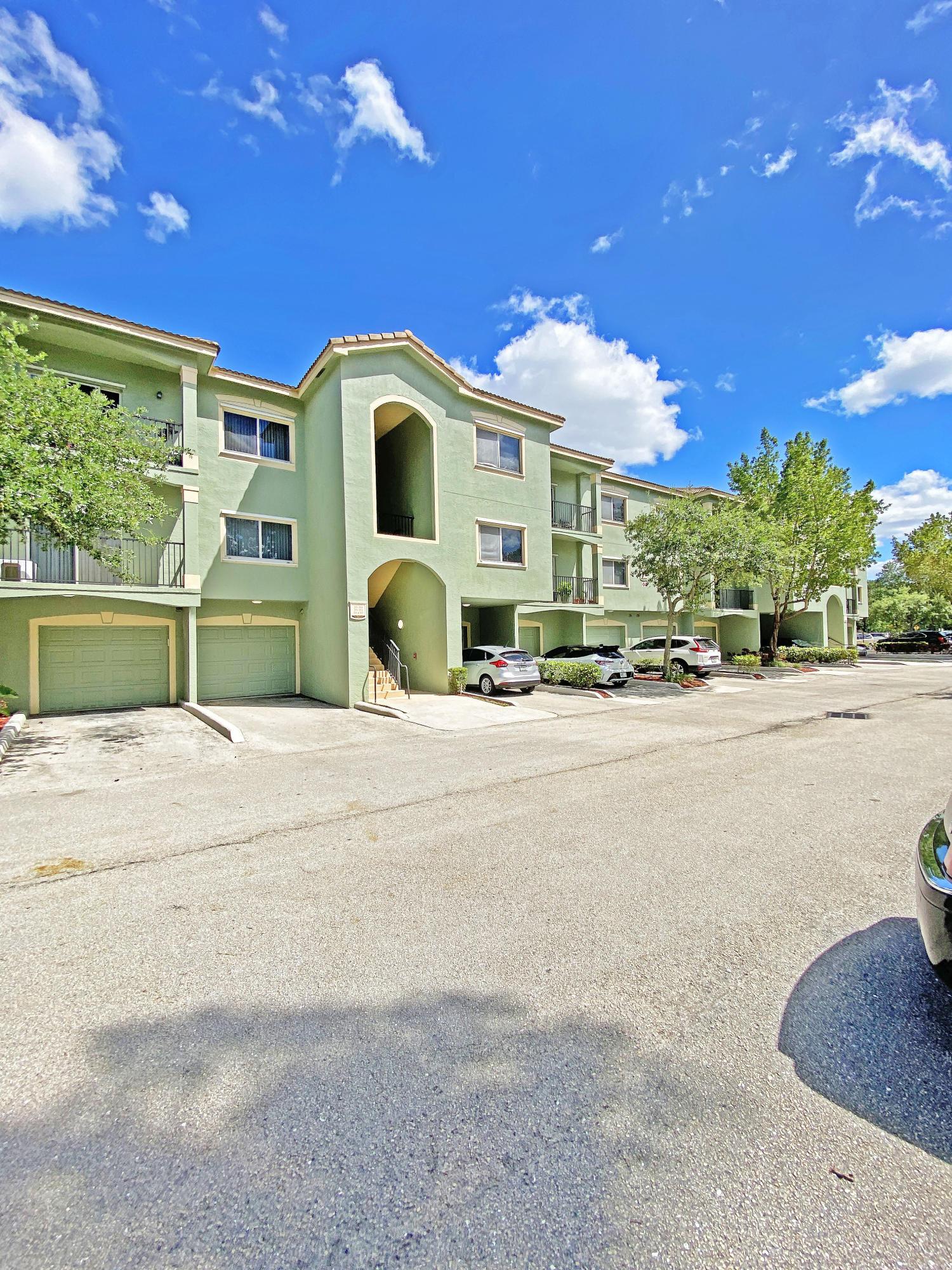 360 Crestwood Circle, Royal Palm Beach, Florida