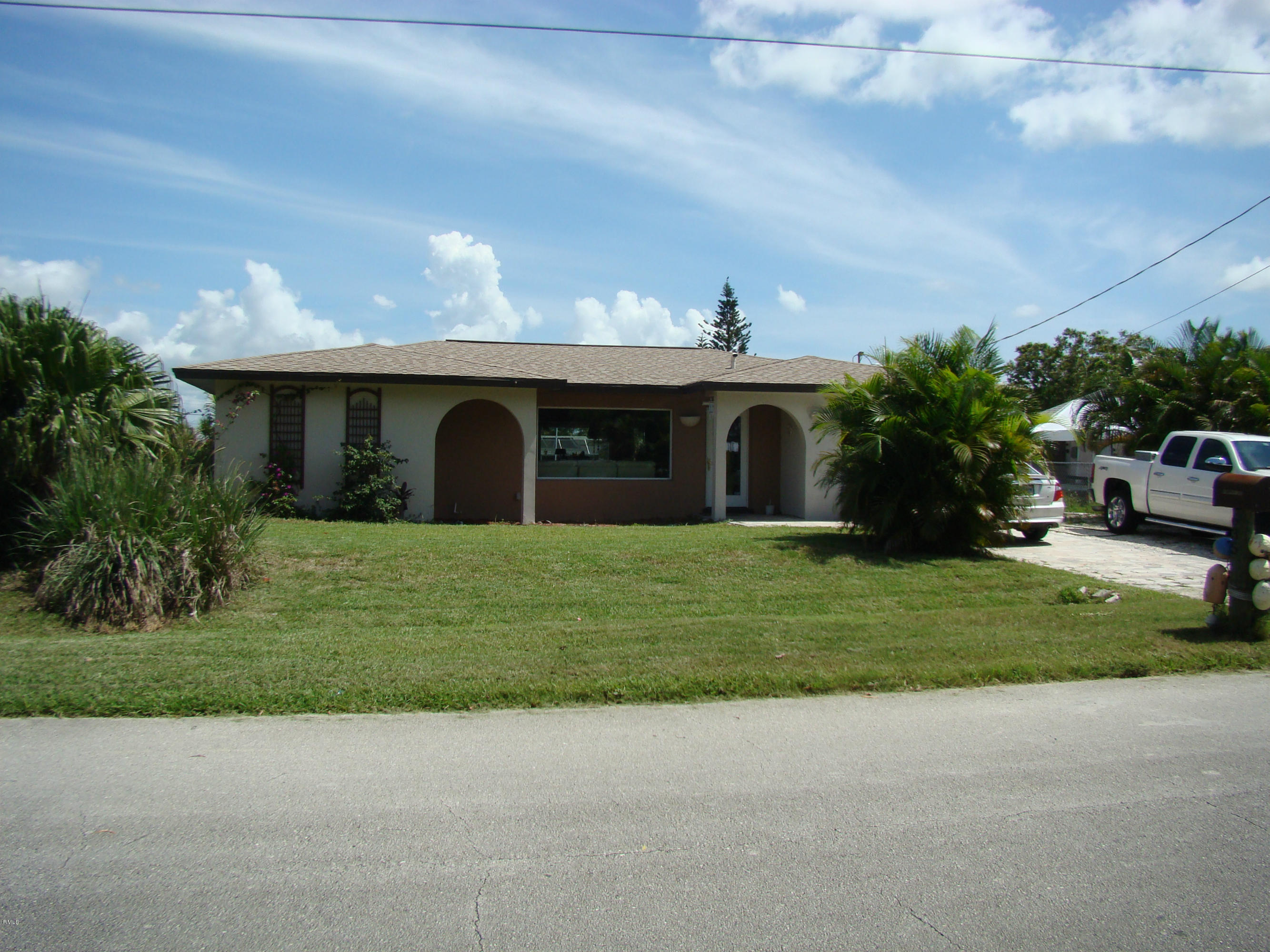 635 SE Harborview Dr, Port St Lucie, FL 34983