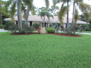 546 S Country Club Dr, Lake Worth, FL 33462