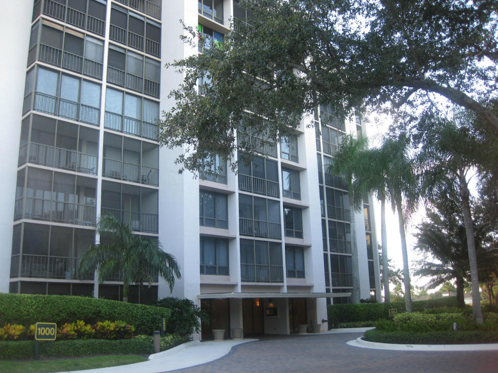 Single Family Home for Sale, ListingId:26778007, location: 7847 Lakeside Boulevard Boca Raton 33434
