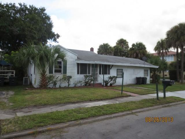 911 Citrus Ave, Fort Pierce, FL 34950