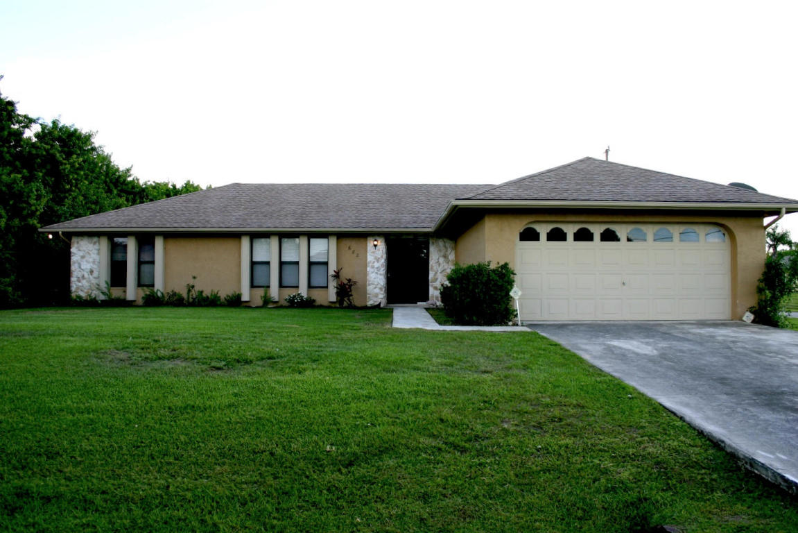 682 Sw Jacoby Ave, Port Saint Lucie, FL 34953