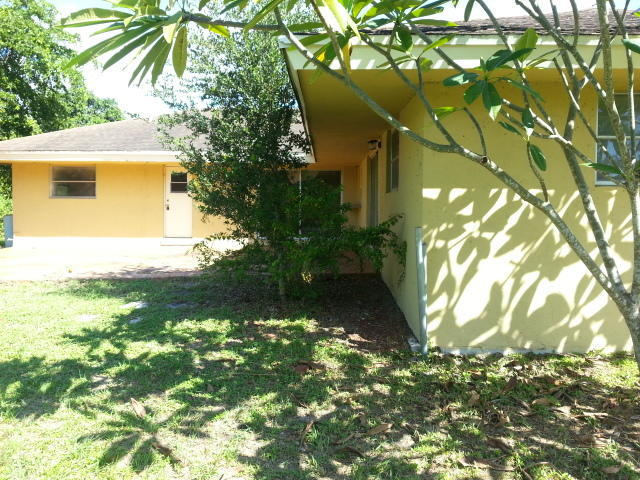 6681 Hillside Ln, Lake Worth, FL 33462