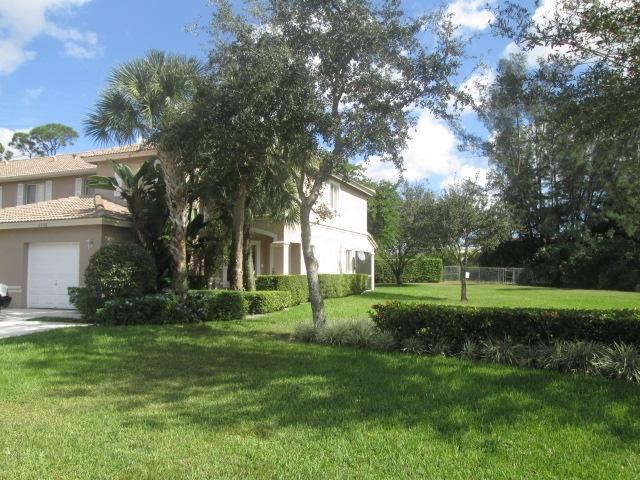 4708 Pinemore Ln, Lake Worth, FL 33463