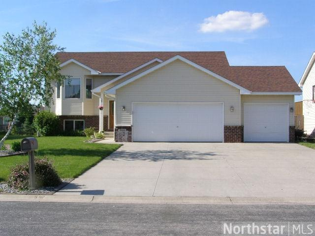 208 Evergreen St, Belle Plaine, MN 56011