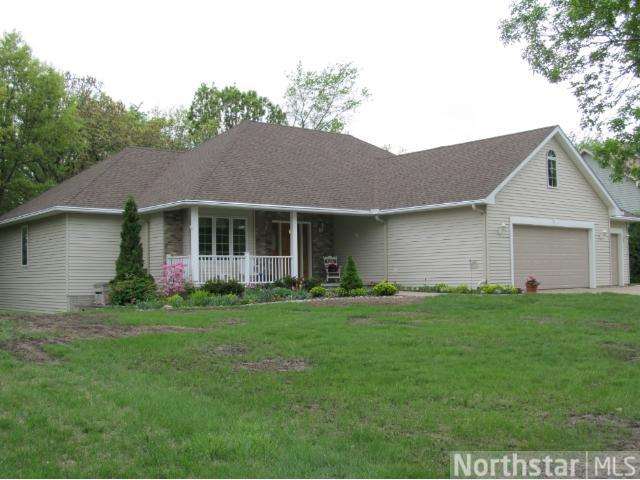 2336 Golf View Dr, River Falls, WI 54022