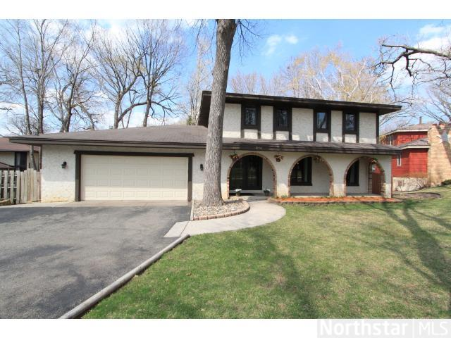 2104 W Manor Blvd, Burnsville, MN 55337