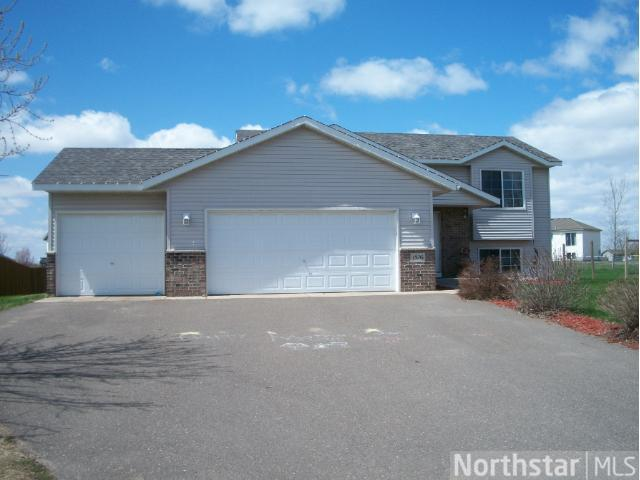 1576 Plum Creek Dr SE, Cambridge, MN 55008