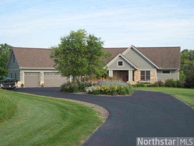 1712 Royal Ln, New Richmond, WI 54017