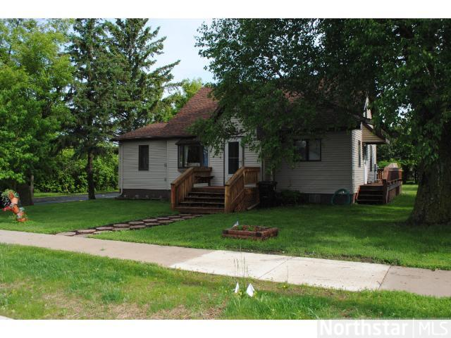 312 2nd St NW, Bertha, MN 56437