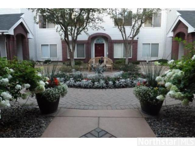 Rental Homes for Rent, ListingId:26014583, location: 7520 Edinborough Way Edina 55435