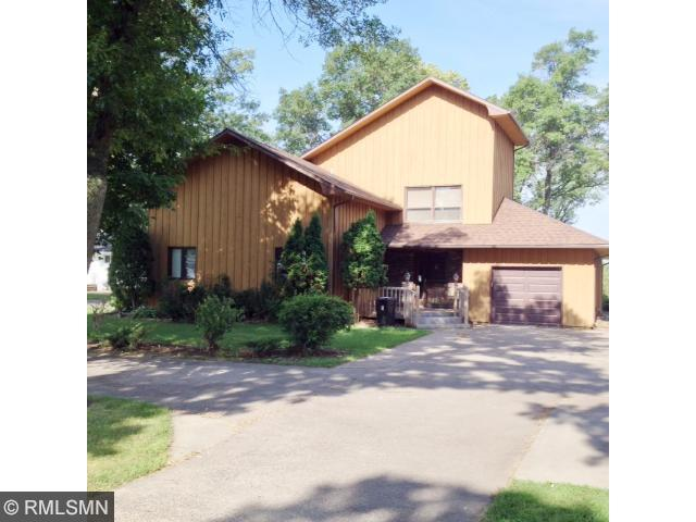 1607 Riverview Dr, Little Falls, MN 56345