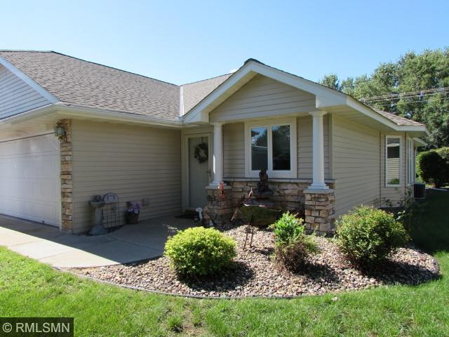 817 Woodland Ln, New Richmond, WI 54017