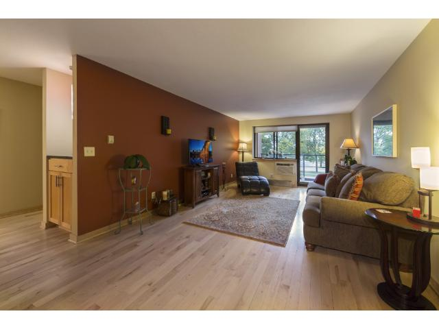 Rental Homes for Rent, ListingId:29913212, location: 311 Kenwood Parkway Minneapolis 55403