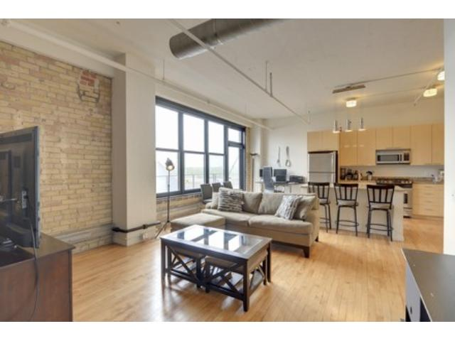 Rental Homes for Rent, ListingId:33265373, location: 290 Market Street Minneapolis 55405