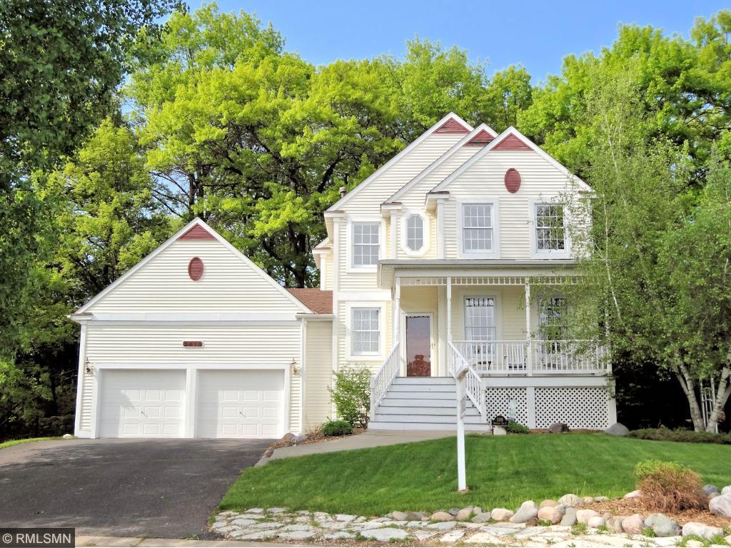 2419 Oakridge Lane E, Maplewood in Ramsey County, MN 55119 Home for Sale