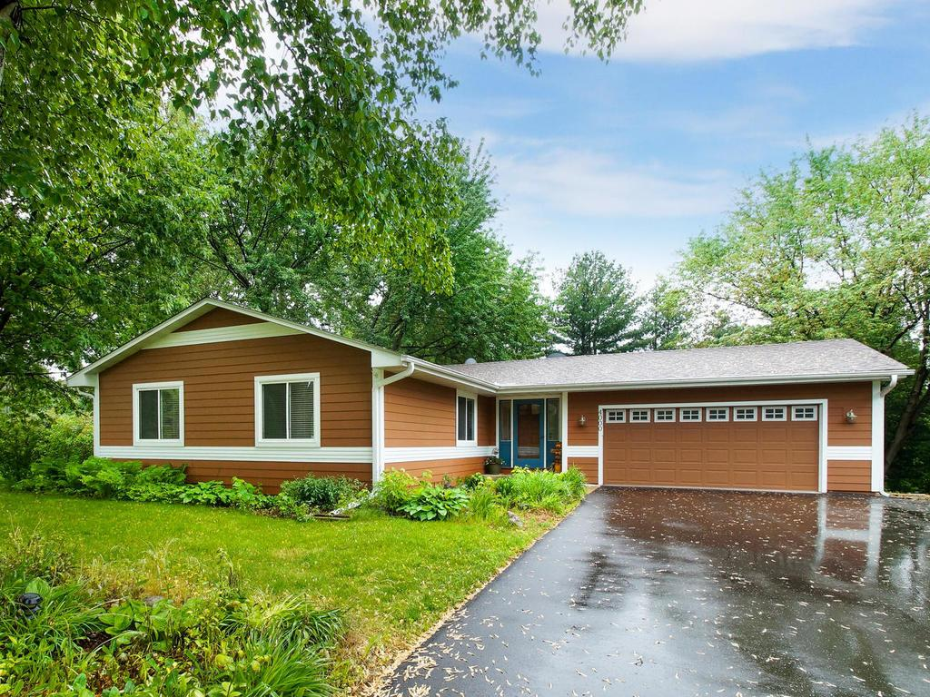 4000 Crestview Drive, Chanhassen in Carver County, MN 55331 Home for Sale