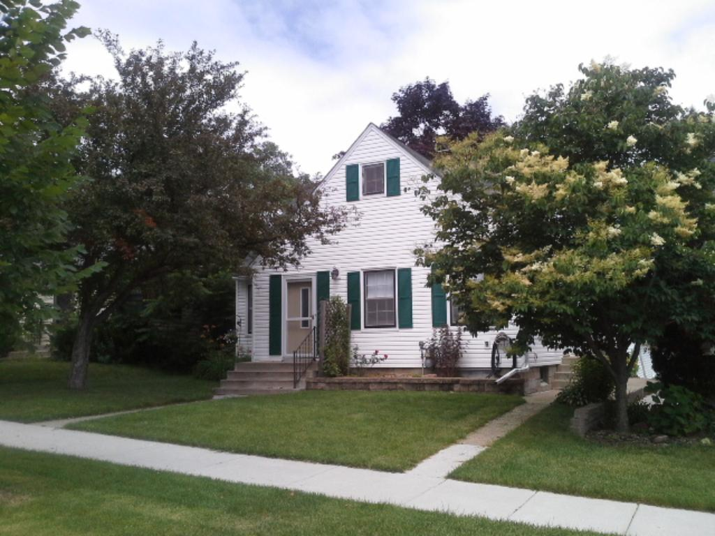 1861 Munster Avenue, St Paul - Highland Park New Listings