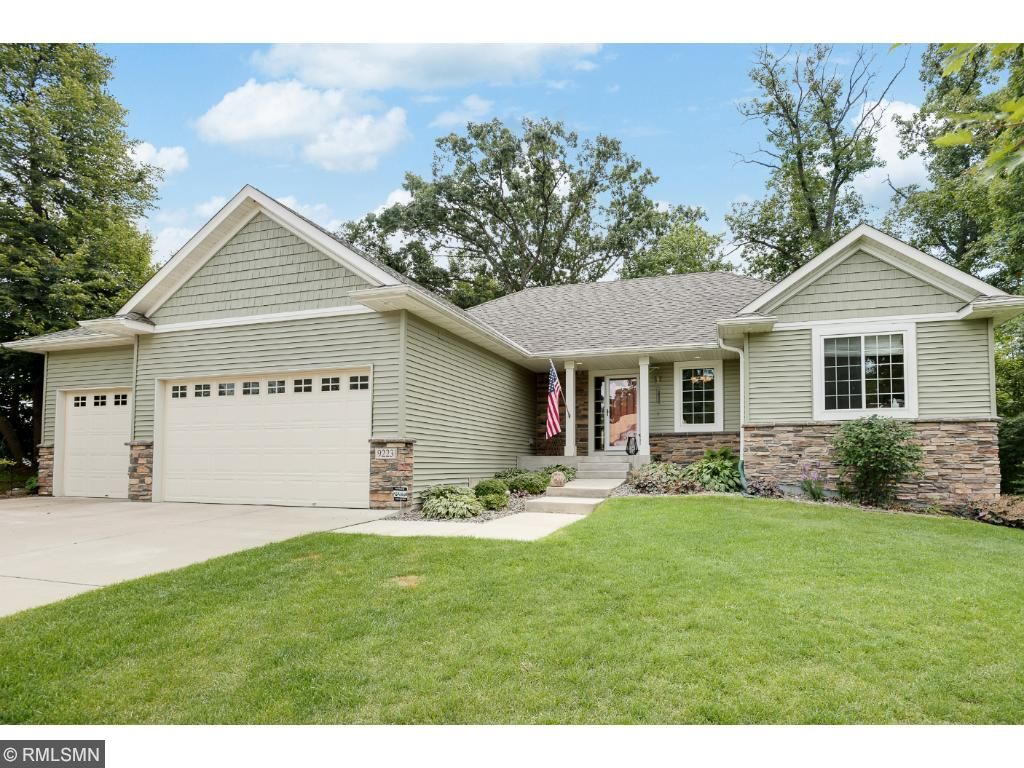 9223 Grove Dr, Chisago City, MN 55013