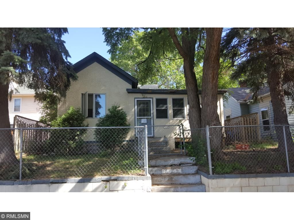 Photo of 829 E Lawson Avenue E  Saint Paul  MN