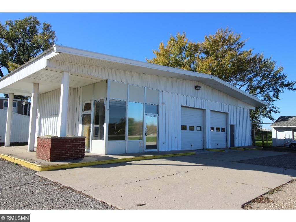 211 N Lilly St, Lake Crystal, MN 56055