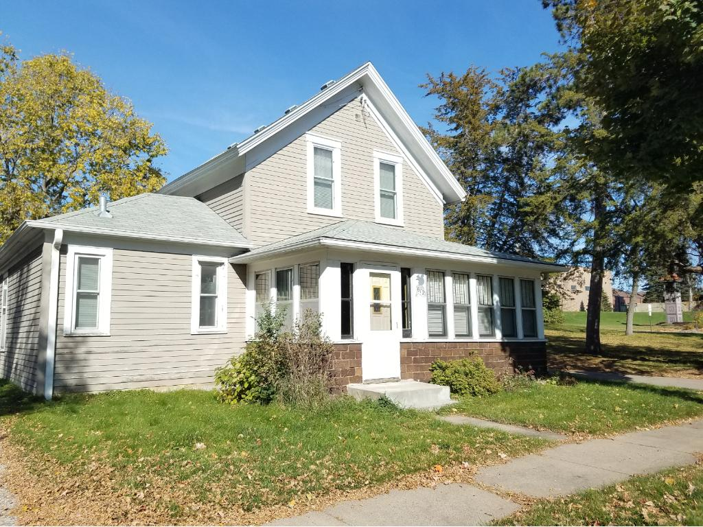 612 4th St NW, Elk River, MN 55330
