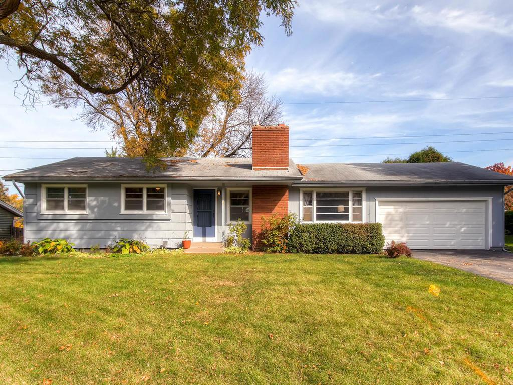 Photo of 737 Mohican Court  Mendota Heights  MN