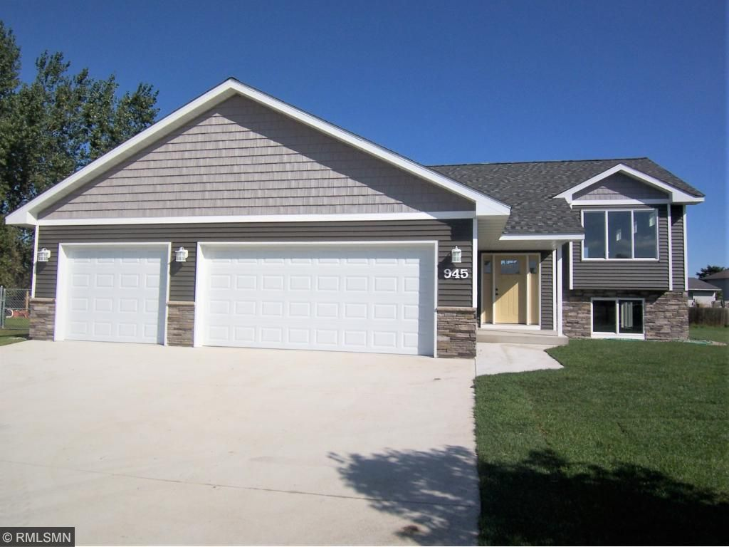 Photo of 945 Texas Circle NW  Hutchinson  MN