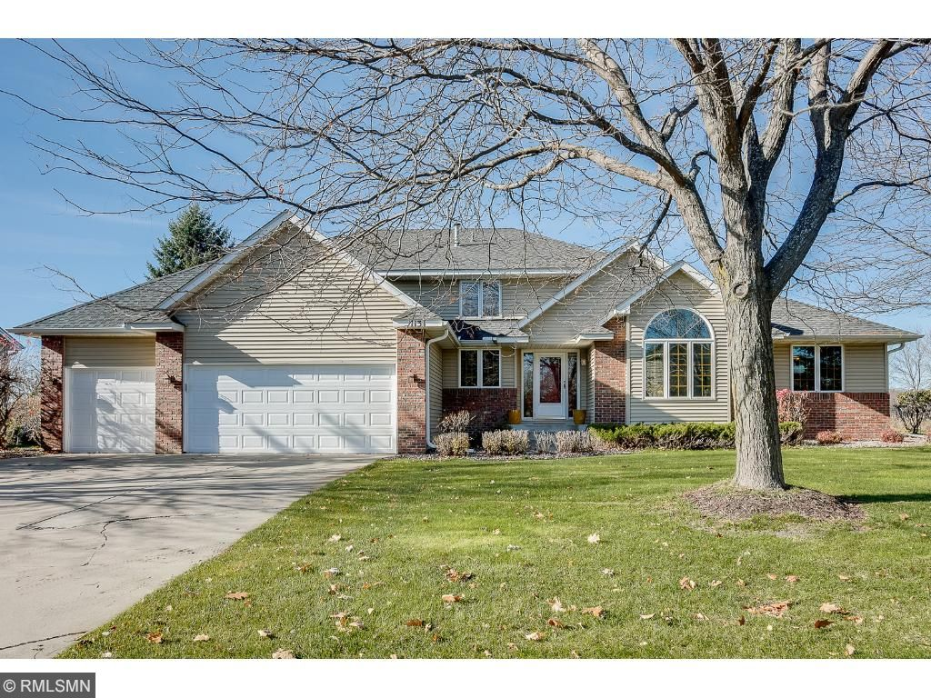Photo of 1131 Dunbar Way  Mahtomedi  MN