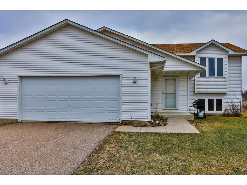 Photo of 613 Frontier Circle  Belle Plaine  MN