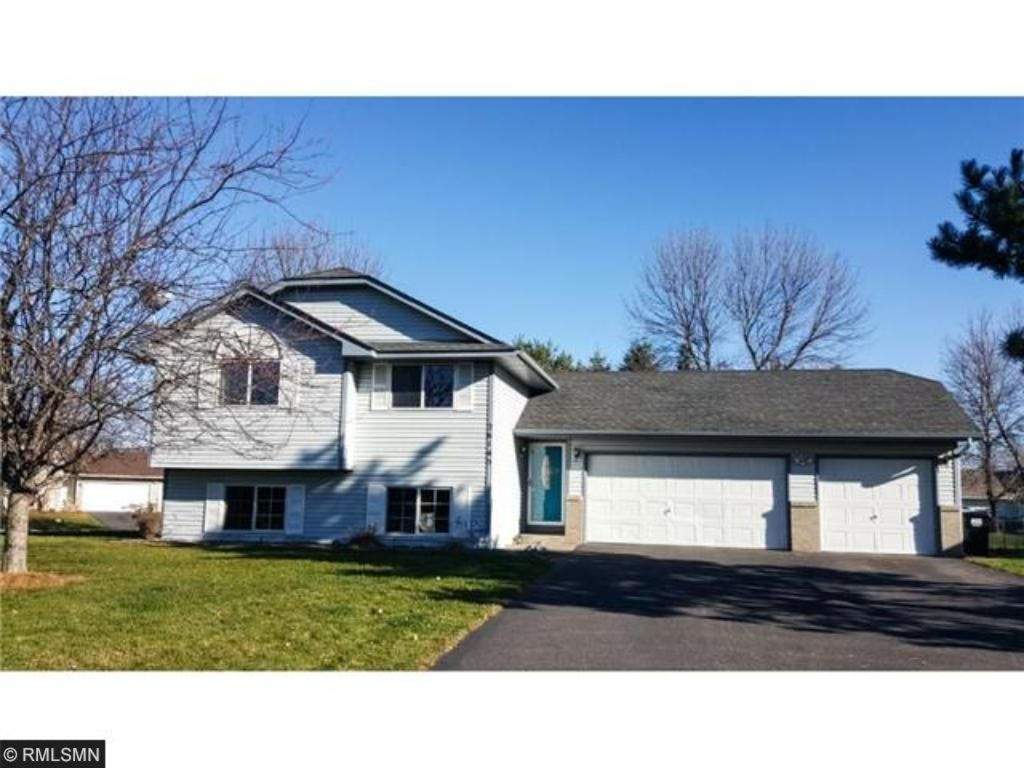 26145 Goldfinch Court Wyoming, MN 55092