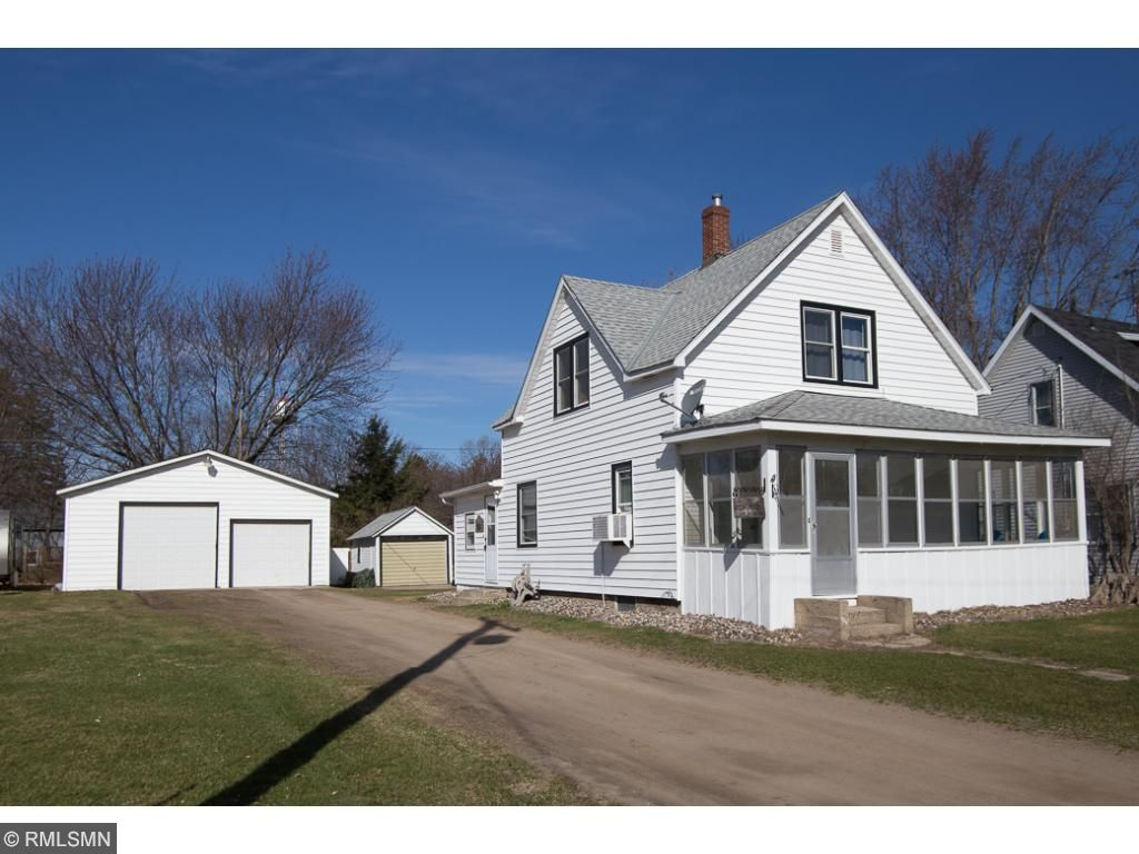 Photo of 621 Oak Avenue N  South Haven  MN