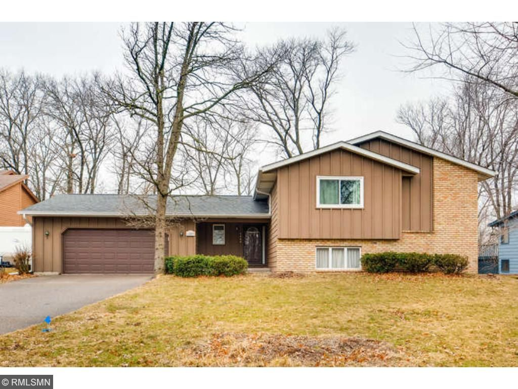 Photo of 1803 Willow Drive  Hudson  WI