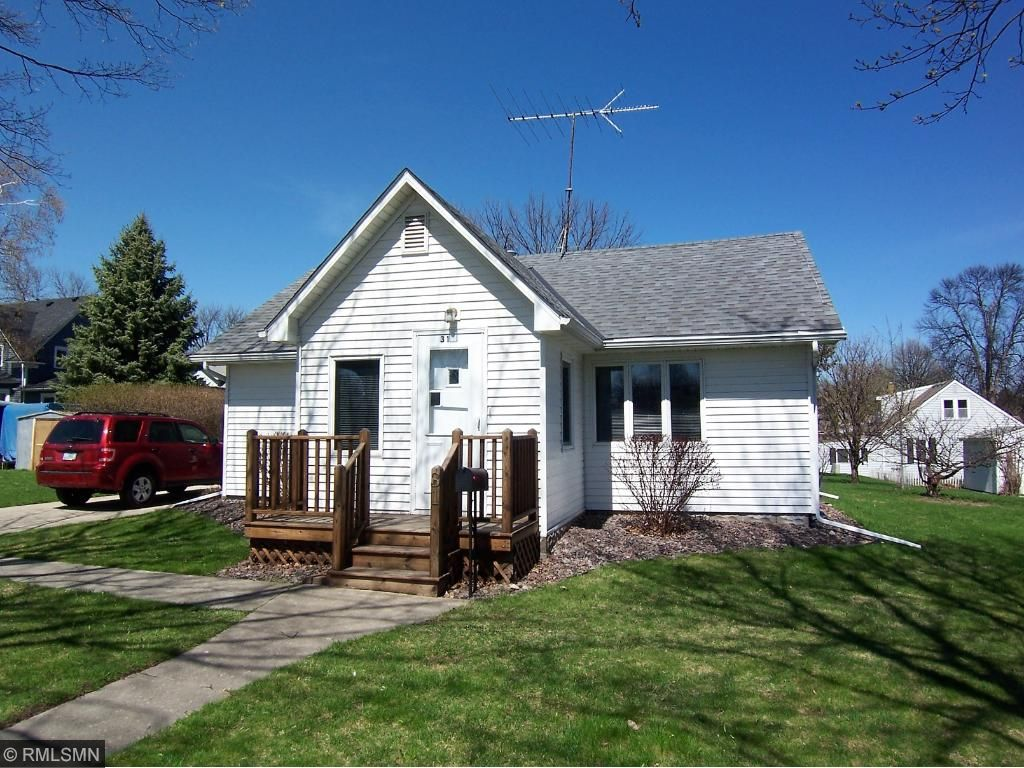 Photo of 31 College Avenue NE  Hutchinson  MN