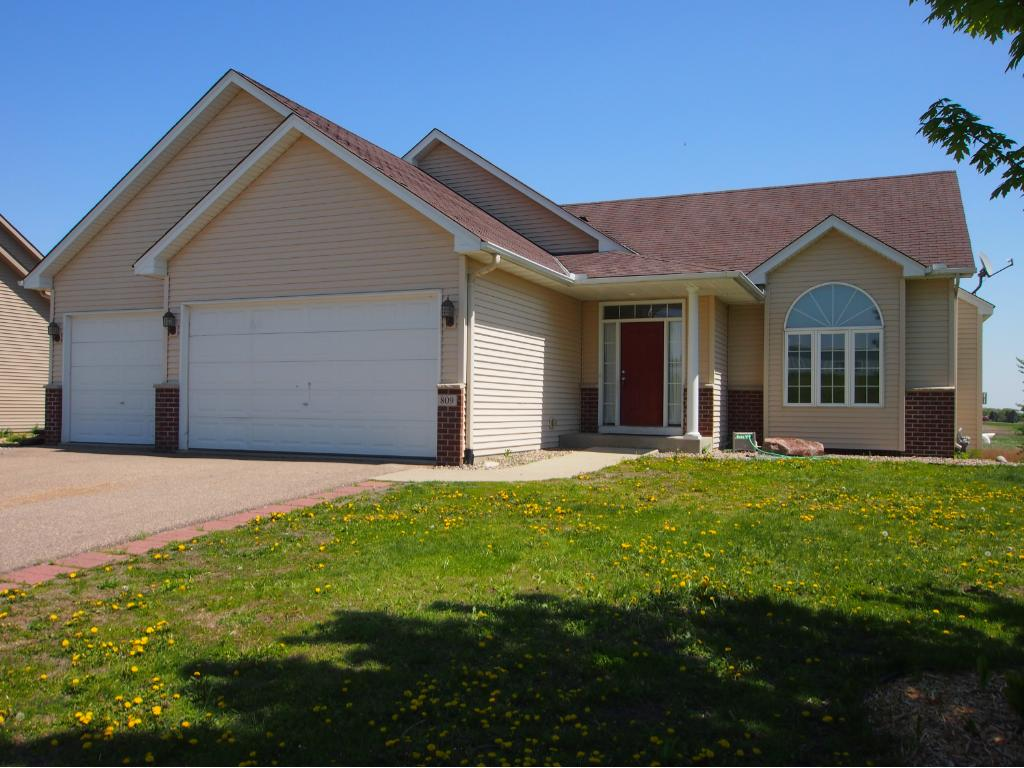 Photo of 809 Deer Trail  Montgomery  MN