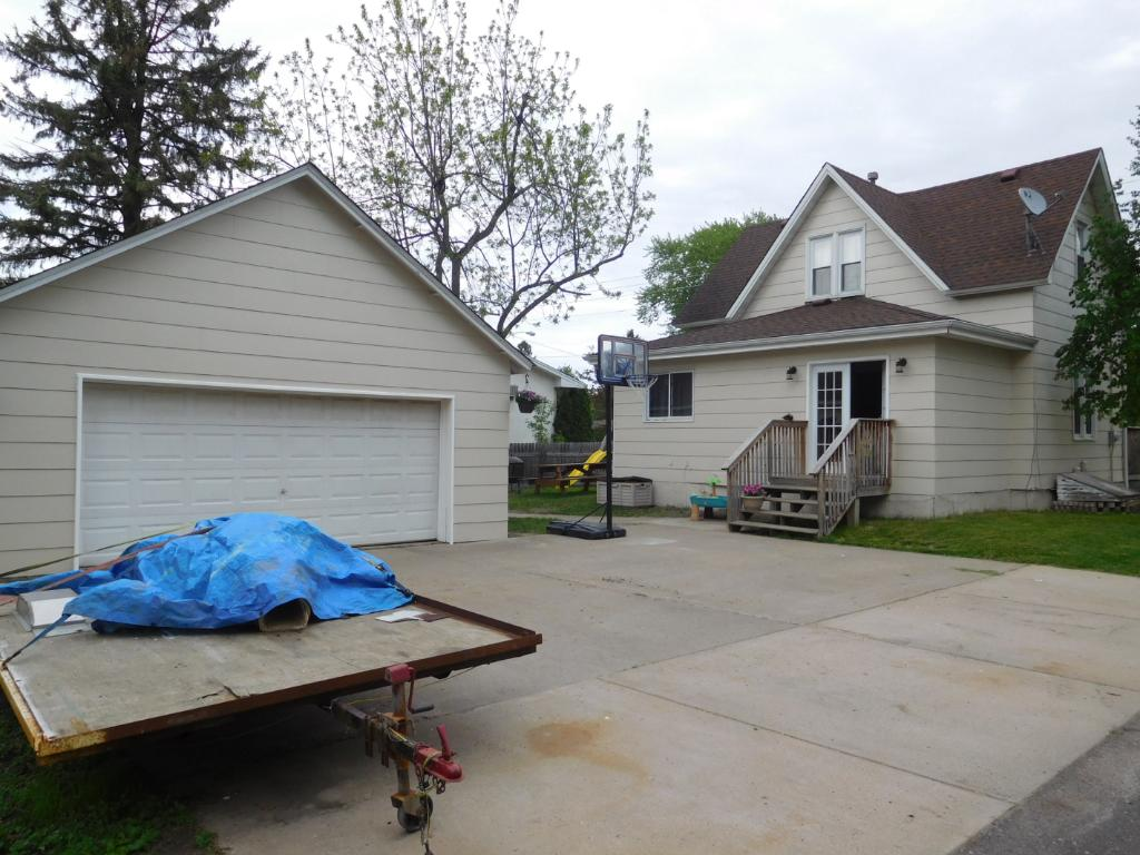 Photo of 421 Dellwood Street S  Cambridge  MN
