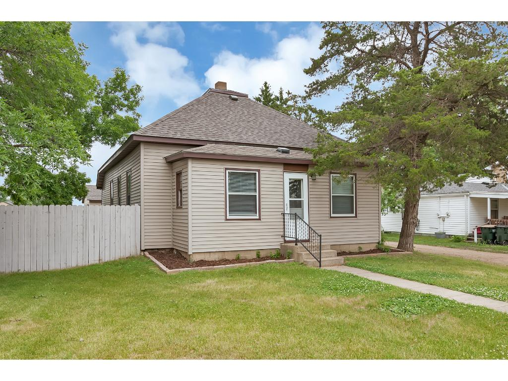 Photo of 254 Meeker Avenue W  Eden Valley  MN