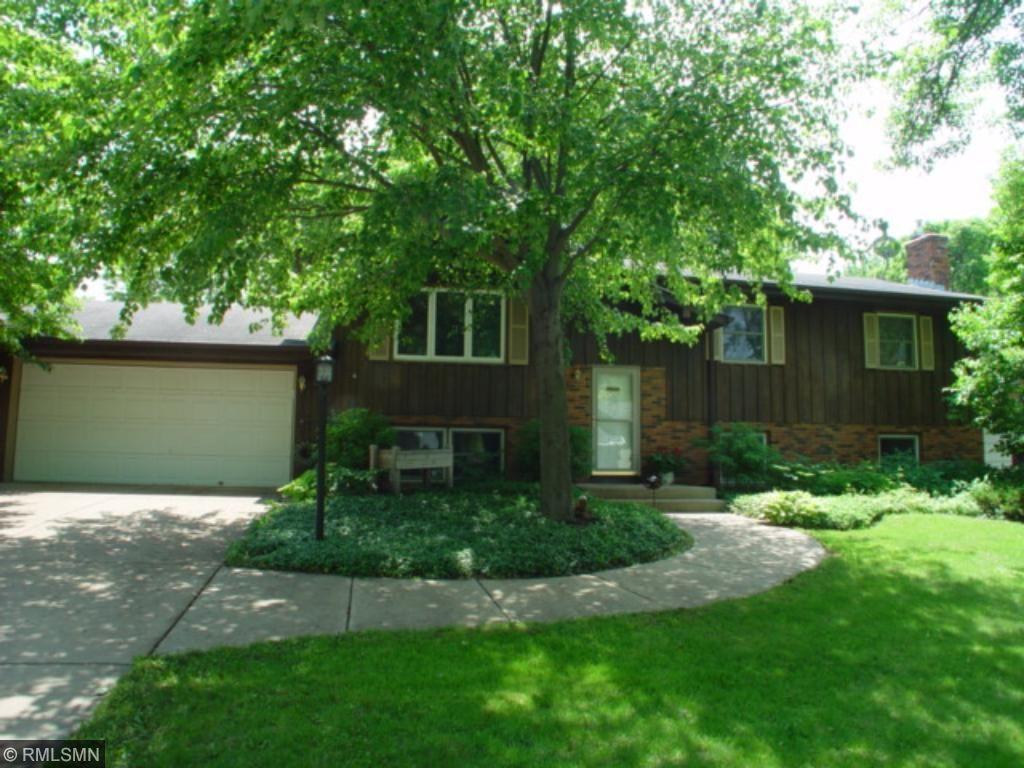 Photo of 2324 Maple Lane E  Maplewood  MN