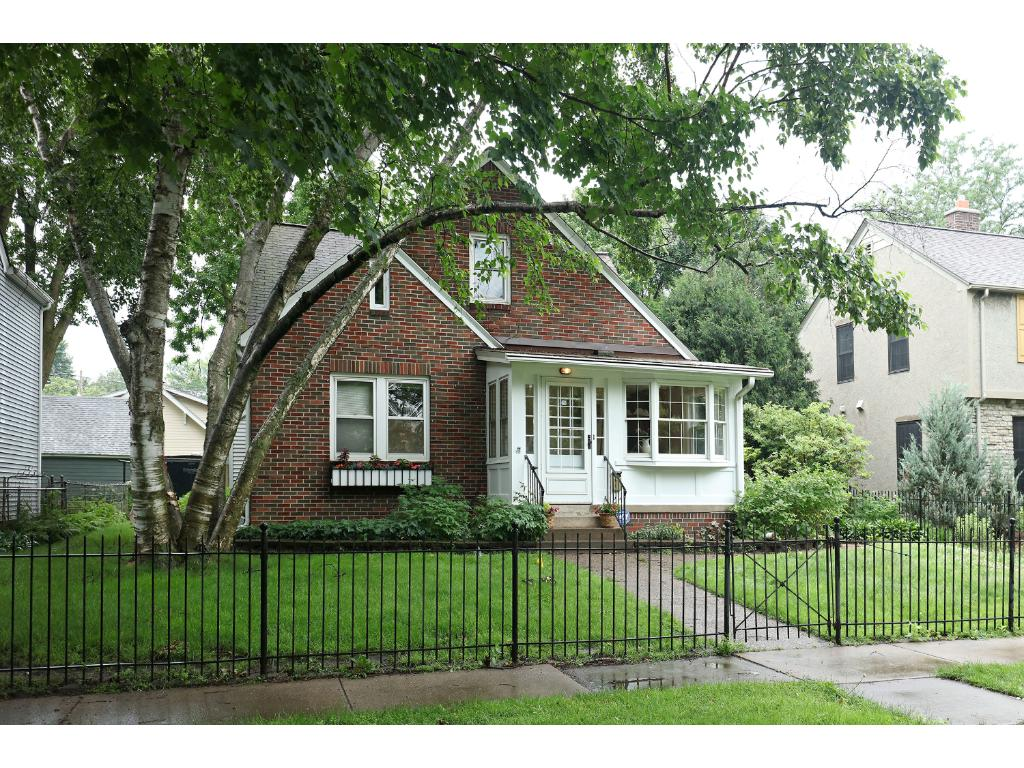 Photo of 1225 Edgcumbe Road  Saint Paul  MN